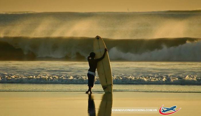 Lướt sóng ở biển Kuta