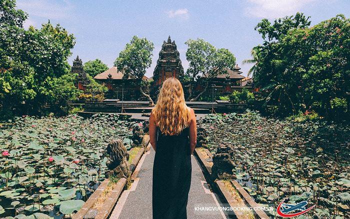 Ghé thăm làng Ubud