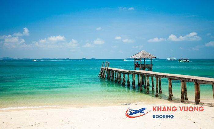 Bãi biển Pranburi tuyệt đẹp với làn nước trong xanh