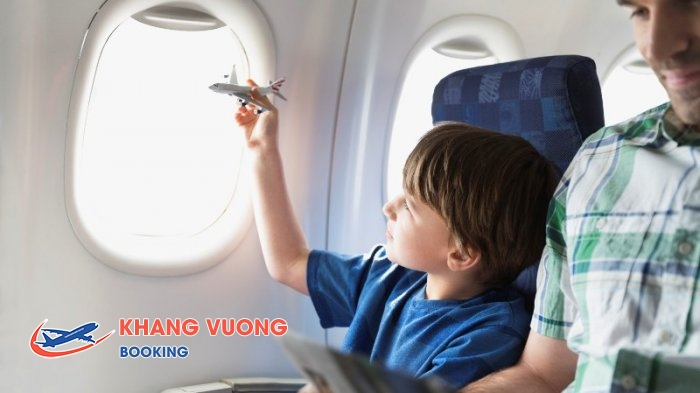 Các hãng hàng không tăng giá vé trẻ em