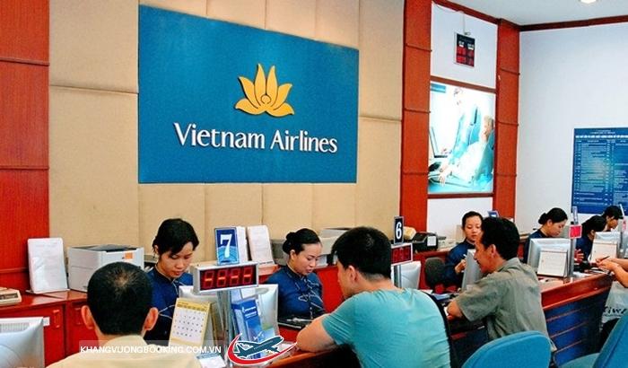 Khách hàng mua vé Tết Đinh Dậu 2017 Vietnam Airlines