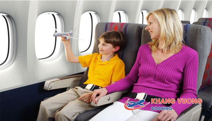 Cần có người lớn đi cùng với bé trên máy bay