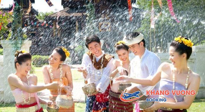 Lễ hội té nước đầy vui nhộn
