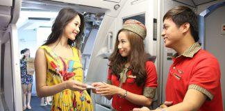 Làm theo hướng dẫn của tiếp viên hàng không