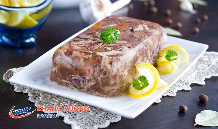 Kholodets là một món nấu đông từ thịt lợn hoặc bò