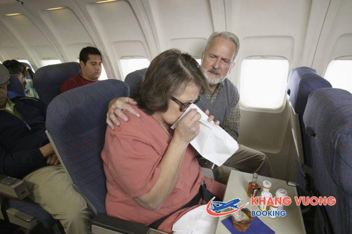 Lưu ý giành cho người cao tuổi khi đi máy bay