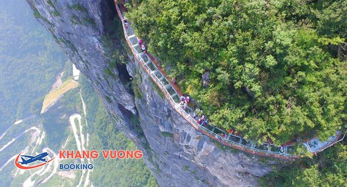 Men theo con đường kính ở Núi Thiên Môn