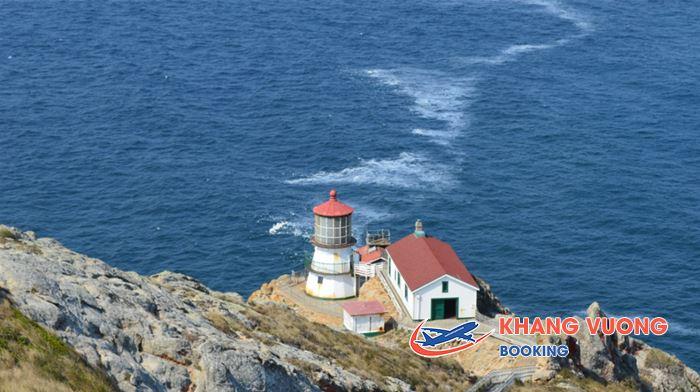 Ngọn hải đăng Point Reyes vùng Inverness
