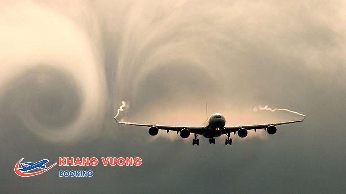 Máy bay khi gặp vùng thời tiết xấu